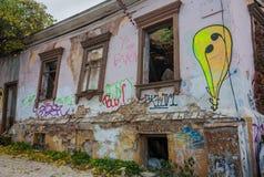 被破坏的老房子在基辅的中心 免版税库存图片