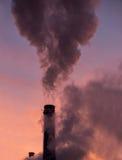 Ρύπανση περιβάλλοντος από τους σωρούς καπνού Στοκ Φωτογραφία