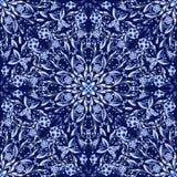 圆装饰品的无缝的花卉样式 仿照国画样式的深蓝背景在瓷 免版税库存照片