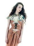 妇女方式褐色丝绸夏天无袖的礼服 免版税图库摄影
