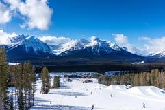 在路易丝湖的冬天滑雪在加拿大 免版税库存照片