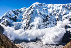 雪崩在高加索 免版税库存图片