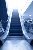 эскалатор двигает вверх Стоковое фото RF