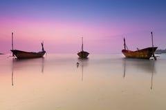在暮色时间的泰国渔船 库存图片