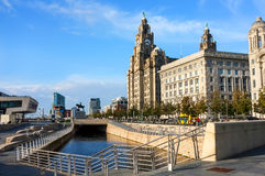 利物浦肝脏大厦和沿海岸区 库存图片
