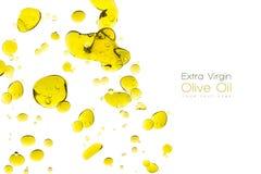 在白色隔绝的橄榄油下落 免版税库存图片
