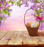 木复活节彩蛋的表 库存图片