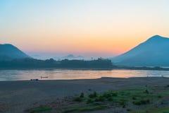 日出湄公河 库存图片