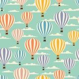 气球的减速火箭的无缝的旅行样式 免版税图库摄影