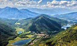 瓦雷泽高山山麓小丘的看法  库存图片