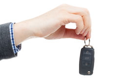 Αρσενικό χέρι που δίνει τα κλειδιά αυτοκινήτων - πυροβολισμός στούντιο Στοκ Φωτογραφίες