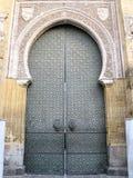 中世纪清真寺门在科多巴,西班牙 免版税库存照片