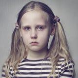 哭泣的女孩少许 免版税库存图片