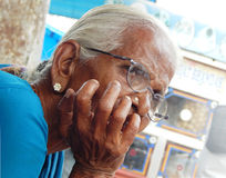 印地安资深妇女的特写镜头画象 库存照片