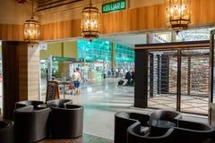 咖啡馆内部在机场 库存照片