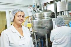 Φαρμακευτικοί βιομηχανικοί εργάτες Στοκ φωτογραφία με δικαίωμα ελεύθερης χρήσης