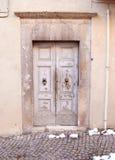 Παλαιά ιταλική μπροστινή πόρτα Στοκ εικόνα με δικαίωμα ελεύθερης χρήσης