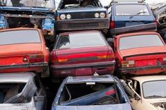 汽车在废品旧货栈 免版税图库摄影