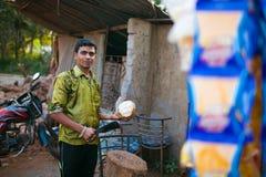 卖椰子 免版税库存照片