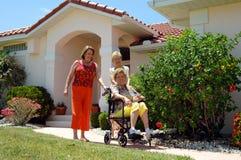 残疾朋友高级走的妇女 免版税库存图片