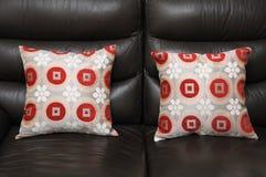 两个沙发枕头坐垫 库存照片