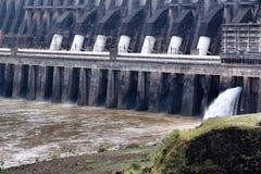 伊泰普水电站水坝 库存图片