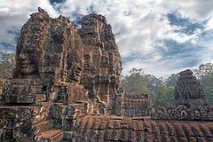 在高棉样式的被雕刻的石塔 免版税库存图片