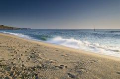 καταβρέχοντας κύματα Στοκ Φωτογραφίες