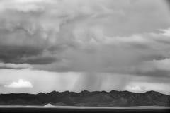 在山的风暴 免版税库存照片