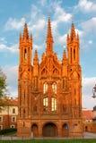 圣安妮的教会门面日落光的 图库摄影