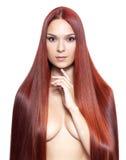 有长的红色头发的裸体妇女 免版税库存照片
