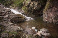 пропуская водопад Стоковые Фото