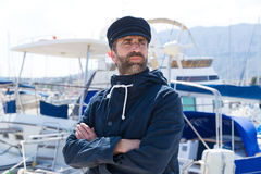 小游艇船坞口岸的水手有小船背景 库存照片