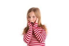 白肤金发的孩子女孩哀伤的惊奇的姿态表示 免版税图库摄影