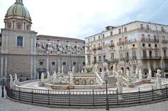 喷泉意大利巴勒莫比勒陀利亚 免版税库存照片