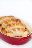 在一个红色碗的自创曲奇饼 免版税库存照片
