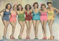 摆在游泳衣的妇女 免版税库存照片