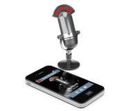 Κινητό τηλέφωνο ως συσκευή φωνητικής ηχογράφησης με το μικρόφωνο Στοκ Φωτογραφία