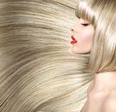 一名妇女的美好的射击有分蘖性发型的 库存照片