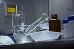配药配制的设备准备好待用 免版税库存照片