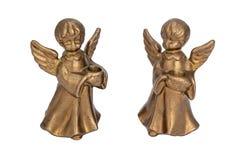 以举一个蜡烛的天使的形式黄铜烛台 免版税库存图片