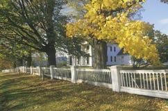 Дом в осени, Новая Англия Стоковая Фотография RF