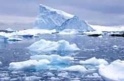 冰山在天堂港口,南极洲 库存照片