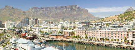 Панорамный взгляд гостиницы Грейса накидки и портового района, Кейптауна, Южной Африки Стоковые Изображения