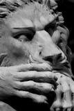 Статуя льва спать белая Стоковое Фото