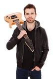 有一把电吉他的英俊的年轻人 库存照片