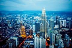 吉隆坡地平线在晚上,中心的看法 库存照片