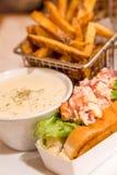 Ρόλος και σούπα με θαλασσινά αστακών με τις τηγανιτές πατάτες Στοκ φωτογραφία με δικαίωμα ελεύθερης χρήσης