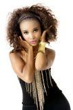 非洲女性与金首饰的模型佩带的黑色,隔绝在白色背景 免版税图库摄影