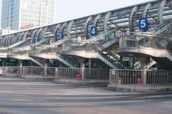 明亮的汽车站 免版税库存照片